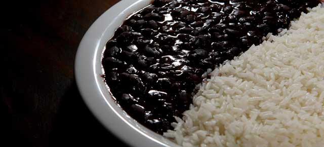 Aprenda a deixar seu arroz integral e feijão ainda mais nutritivos