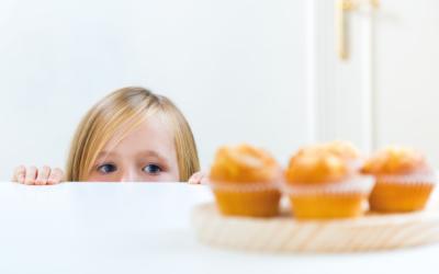 Conheça alguns motivos que podem gerar compulsão alimentar em crianças.